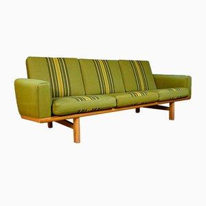 Dänisches Grünes Mid-Century 3-Sitzer GE-236 Sofa von Hans Wegner für Getama