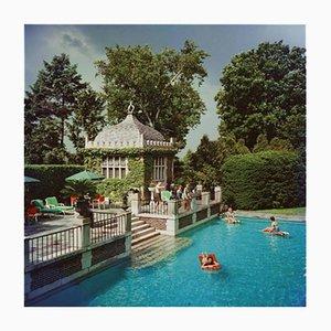 Weißes Family Pool C Print-Motiv von Slim Aarons
