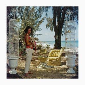 Gloria Schiffs Oversize C Print in Weiß von Slim Aarons