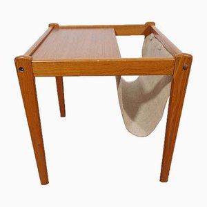 Tavolino Mid-Century in teak con portariviste di SP Jensen & Son