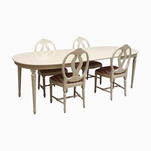 Gustavianischer Esstisch & geschnitzte Stühle in Rosen-Optik, 5er Set