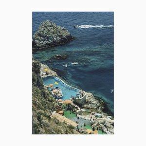 Weißer Hotel Taormina Pool Oversize C Druck von Slim Aarons