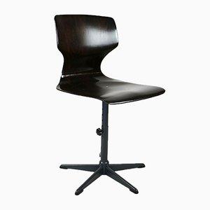 Geschwungener Stuhl aus Nussholz, 1970er
