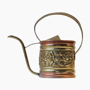 Antike Gießkanne aus Kupfer und Messing
