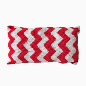 Red Zig Zag Geométrica Cushion from Com Raiz