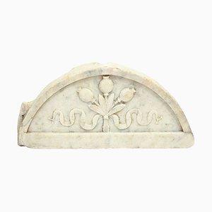 Italienische Luenette aus geflochtenem Carrara Marmor mit Intarsien, 17. Jh