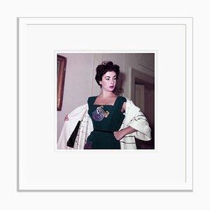 Elizabeth Taylor in Rom Eingerahmt in Weiß von Bettmann