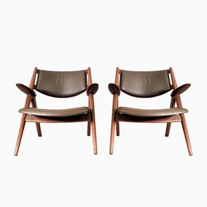 Mid-Century Model 28 Sawbuck Armchairs by Hans J. Wegner for Carl Hansen & Søn, Set of 2