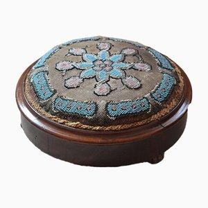 Viktorianischer Runder Fußhocker mit Perlenverzierung und Blauem Blumenmuster