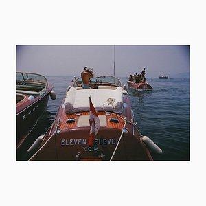 Motorboote in Antibes Oversize C Print in Weiß von Slim Aarons
