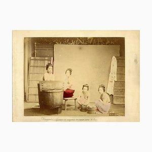 Japanisches Badehaus - Uralter handkolorierter Albumen Druck 1870/1890 1870/1890