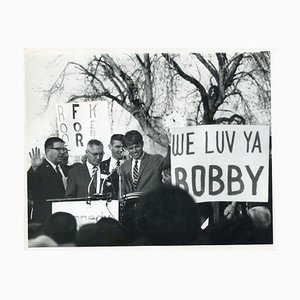 Robert Kennedy während seiner Wahlkampagne - Foto von Robert Grossman - 1968 1968