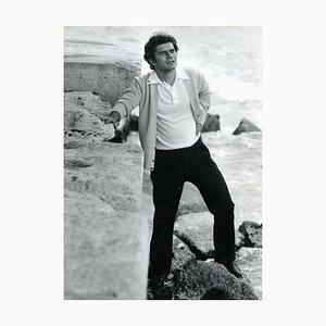 Porträt des italienischen Singer Luigi Tenco von Pietro Pascuttini - S / W Foto - 1960er 1960er Jahre
