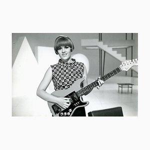 Chanteuse Caterina Caselli avec une Guitare - Photo Vintage N & B - 1960s 1960s