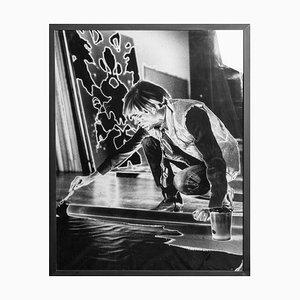 Porträt von Andy Warhol bei der Arbeit - Silberfarbener Druckton von G. Bruneau - 1980er 1980er