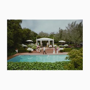 Drink oversize C a bordo piscina bianco di Slim Aarons
