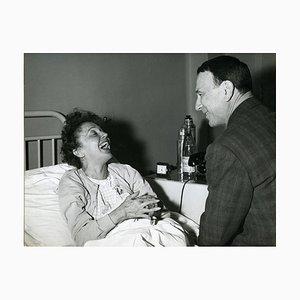 Ritratto vintage di Edith Piaf Smiling - 1963, fine anni '60
