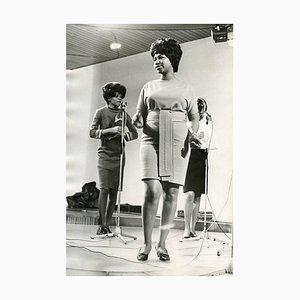 Full Portrait von Aretha Franklin - Vintage S / W Foto - 1960er 1960er Jahre