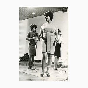 Retrato completo de Aretha Franklin - Foto B / N vintage - años 60 1960s