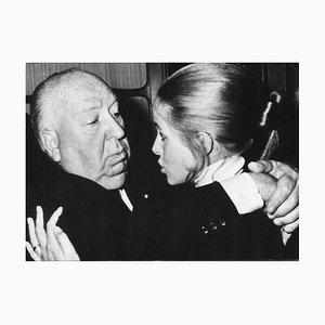 Alfred Hitchcock und Claude Jade - Vintage Fotografie - 1960er 1960er Jahre