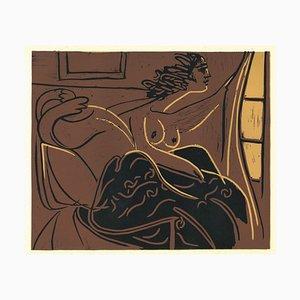Femme Regardant par la Fenêtre - Linocut Reproduction After Pablo Picasso - 1962 1962