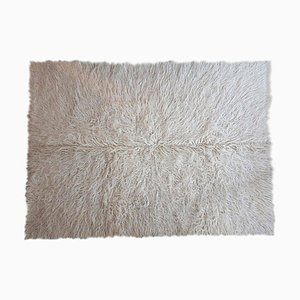 Romanian Hand Woven Snow White Fluffy Rug in Soft Wool