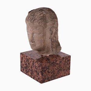 Volto femminile in pietra