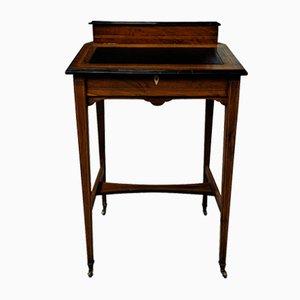 Eiche Schreibtisch auf Messing Rollen mit schwarzer Leder Intarsie, 20. Jh