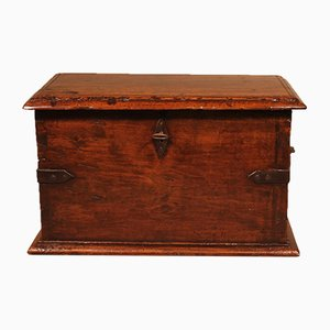Small Spanish Chest In Walnut, 17th-Century