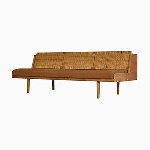 Sofá cama GE7 danés moderno de roble y ratán de Hans J. Wegner para Getama, años 60