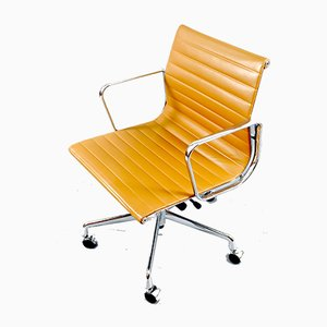 Mid-Century Model EA 117 Swivel Chair by Charles & Ray Eames for Vitra