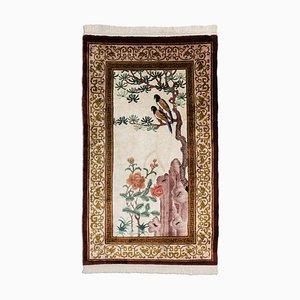 Chinesischer Beiger Seidenteppich mit Motiv & Bordüre, 1970er