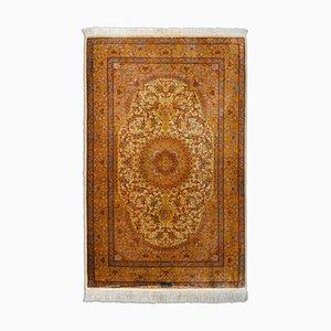 Orientalischer Terrakotta Seidenteppich mit Border und Medaillon, 1980er