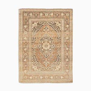 Antiker Dunkelbrauner Orient-Orient-Teppich mit Medallion und Border