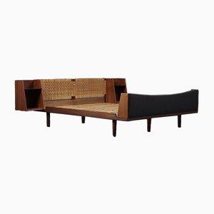 Dänisches Mid-Century Teak & Schilf Doppelbett von Hans Wegner für Getama, 1960er