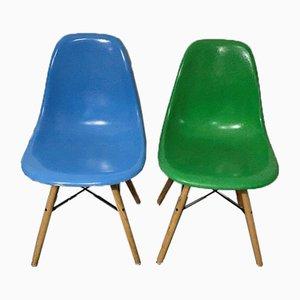 Blauer Mid-Century Eichenholz Stuhl von Charles & Ray Eames für Herman Miller