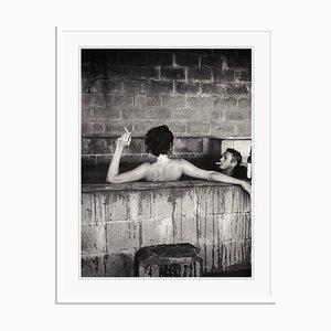 Steve Mcqueen Hot Tub in Weiß von John Dominis