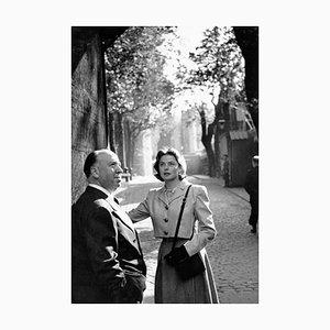 Bergman in London Silbergelatin Harz Druck in Weiß von Kurt Hutton