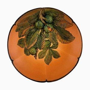 Piatto circolare con castagne in ceramica dipinta a mano di Ipsen, Danimarca, anni '20