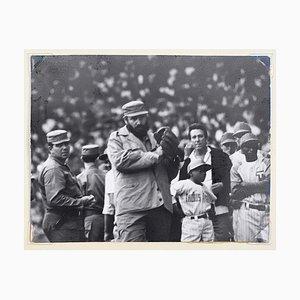 Alberto Korda, Fidel Castro spielt Baseball, 1970, Silberdruck