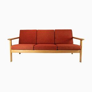 Divano a tre posti in quercia e lana rossa di Hans J. Wegner per Getama, anni '60