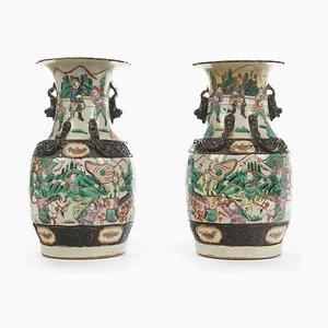 Chinesische Nanjing Porzellanvasen, 19. Jh., 2er Set