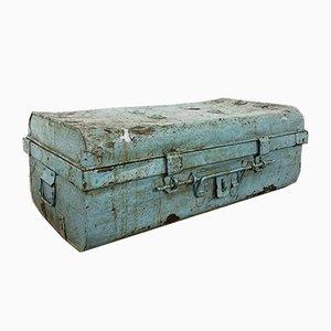 Industrieller Vintage Metall Koffer Hellblau
