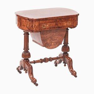 Antiker Frühviktorianischer Schreibtisch aus Schreib- oder Nussholz mit Intarsien aus Walnussholz, 19. Jh