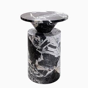 Tavolino Totem in marmo nero antico di Karen Chekerdjian per Mmairo