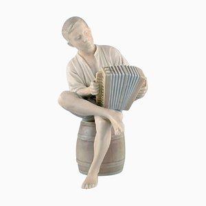 Bing & Grondahl Porzellanfigur, Knabe mit Akkordeon, 1950er