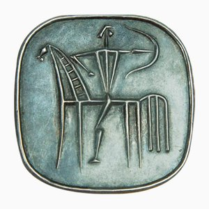 Spilla Mid-Century in ottone placcato argento con motivo oroscopo Sagittario, anni '70
