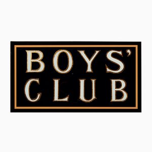 Insegna di 'Boys Club' dipinto a mano con foglia dorata