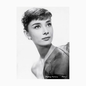 Audrey Hepburn Archival Pigment Print in Schwarz von Bettmann
