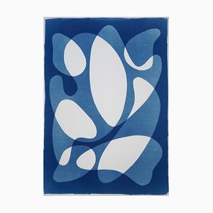 Calder Mobile Shapes, 2019, Moderner Mid-Century Druck auf Papier, Blues, neutrale Töne